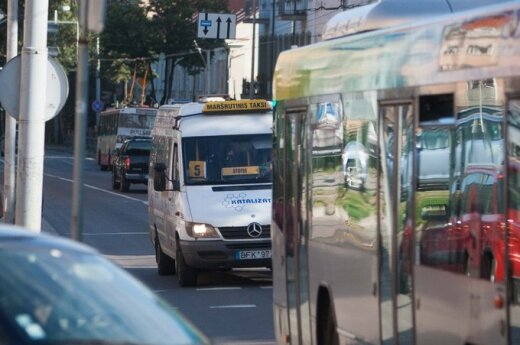 Motinos skundas: autobuso vairuotojas paliko sūnų stotelėje