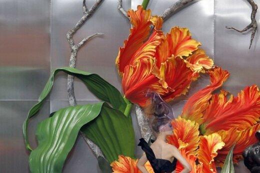 Johno Galliano 2010-2011 rudens-žiemos Haute Couture kolekcija Dior mados namams.