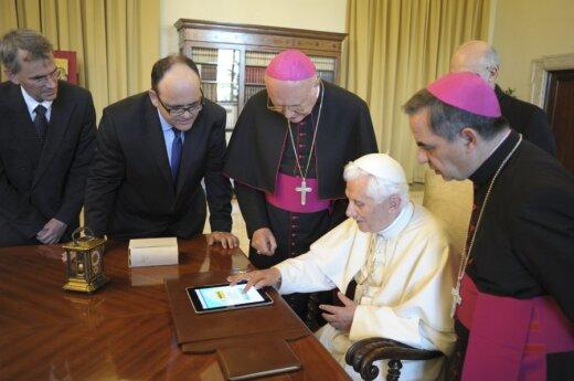 Watykan: Papież na twitterze, pracownicy z mikroczipami