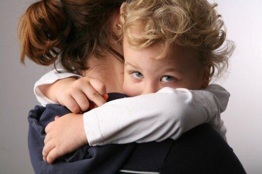 Vienišų mamų dalia: su ašaromis akyse - į centus skaičiuojantį vaiką