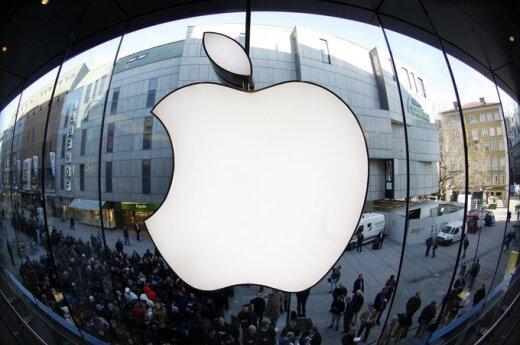 "Eilė prie ""Apple"" parduotuvės Miunchene"