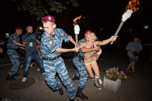 "Ukraina: Półnagie aktywistki z ""Femen"" zakłóciły sen Łukaszenki"