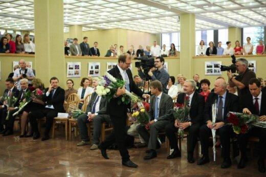 Naujai išrinktiems europarlamentarams įteikti pažymėjimai