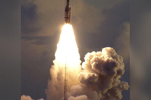 "NASA raketa ""Delta 2"" kyla"