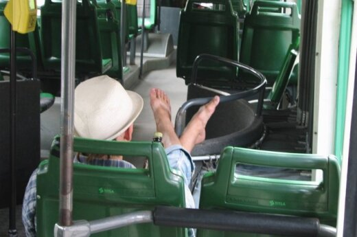Viešojo transporto prakeiksmas – smarvė ir ausinukai