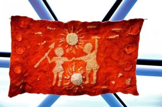 Veltinio instaliacija Baltiškųjų zodiako ženklų tematika Molėtų Etnokosmologijos muziejuje