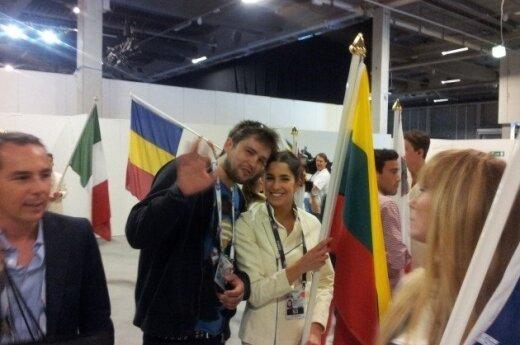 A. Pojavis iškilmingoje vėliavų nešimo ceremonijoje