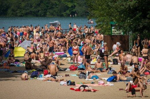 У Зеленых озер собралось множество отдыхающих