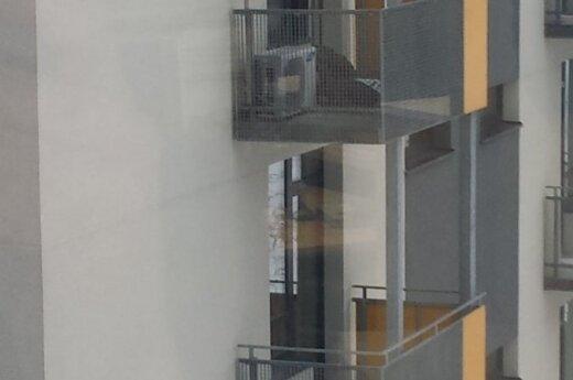 Читатель ужаснулся действиям врачей: на балконе оставили человека без сознания