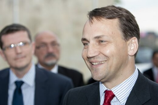 """Sikorski czeka na """"praktyczne kroki"""" ze strony Litwy"""