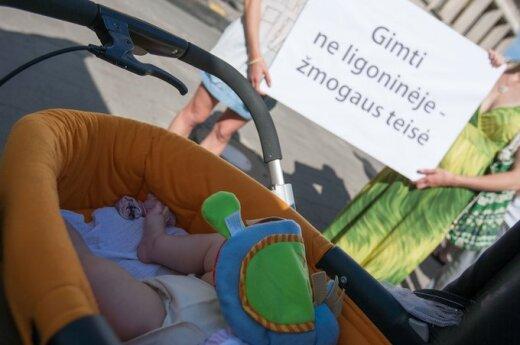 """Piketas: """"Už laisvą pasirinkimą - už gimdymą ne ligoninėje"""""""