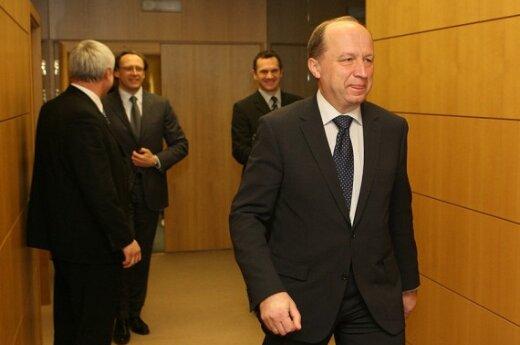 Премьер не хочет торопить введение евро