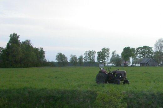 Белорусский трактор упал в канал на границе с Литвой