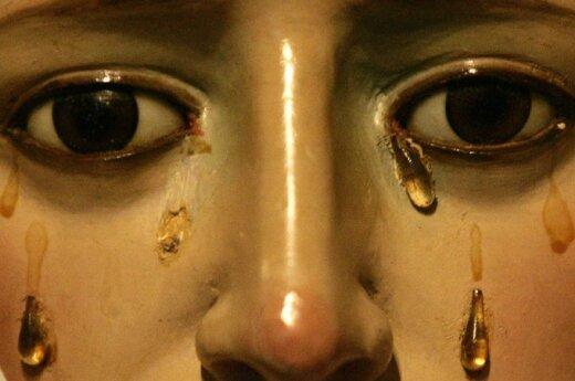 Verkiančios Mergelės Marijos skulptūra