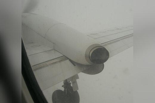 Lėktuvas, sparnas, važiuoklė, rūkas