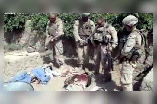 JAV jūrų pėstininkams teks atsakyti dėl šlapinimosi ant Talibano kovotojų lavonų