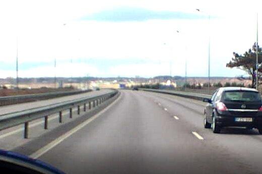 Nufilmuota patirtis kelyje: įpykęs vairuotojas nusprendė man atkeršyti?