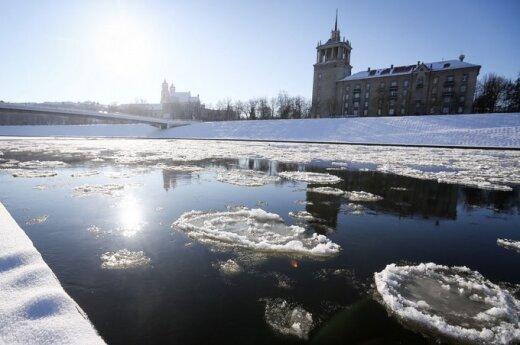 Вильнюсские пожарные спасли прыгнувшего в реку мужчину