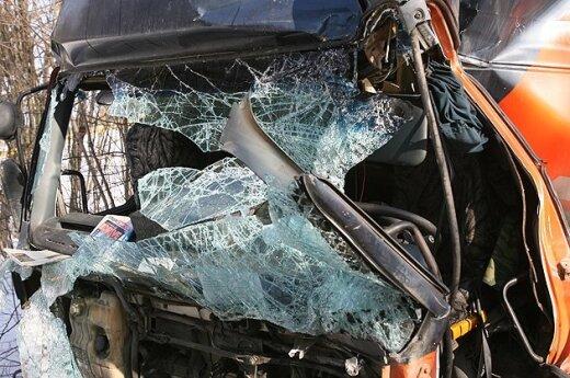 Niemcy: ciężarówka wjechała w polski autobus