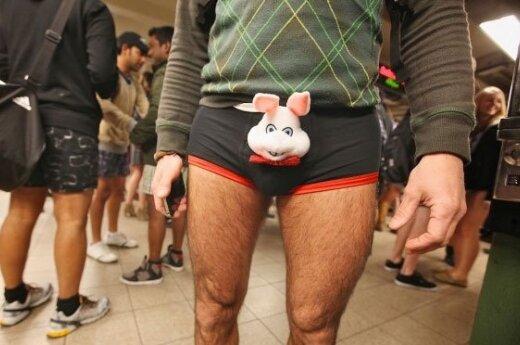 Тысячи людей по всему миру сняли в метро штаны