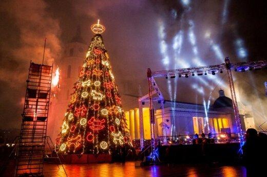 Širdyje – jau Kalėdos: miestuose įžiebiamos eglės