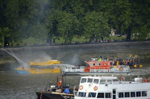Gaisras laive Temzės upėje
