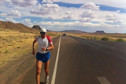 Aidas running across New Mexico. Photo Aidas Ardzijauskas archive