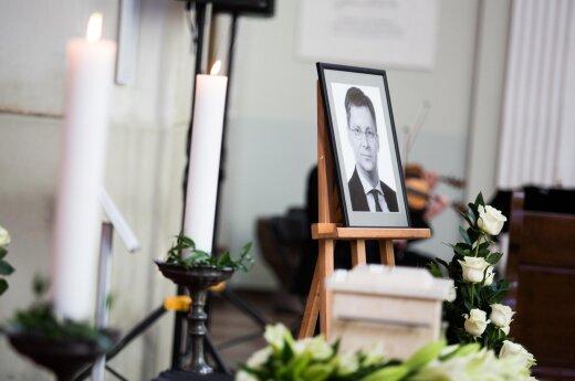 """Atsisveikinama su J. Požela: tarti """"sudie"""" plūsta artimieji, draugai, bendražygiai"""