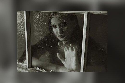 Liūdesys, depresija, sielvartas, liūdna moteris, lietus