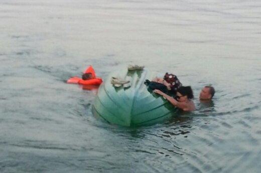 Kauno mariose plaukiojantys poilsiautojai išgelbėjo iš valties išvirtusią įkaušusią ketveriukę