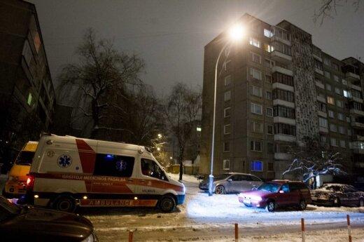 Патрульные обнаружили выбросившуюся из окна женщину