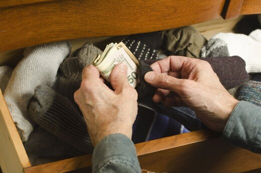 Over half of Lithuanians stashing large amounts of money at home