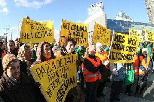Протестовавшим дворникам пообещали зарплату за один месяц