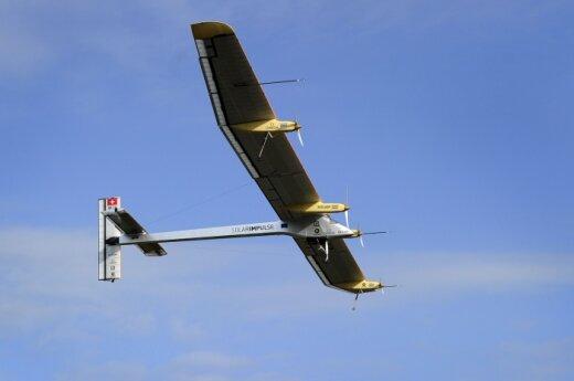 """Šveicarijoje sukurtas saulės energija varomas lėktuvas """"Solar Impulse"""""""