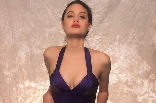 ФОТО: Опубликованы ранние модельные фото 16-летней Анджелины Джоли
