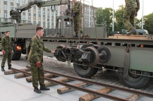 В Таллинне установили депортационный вагон