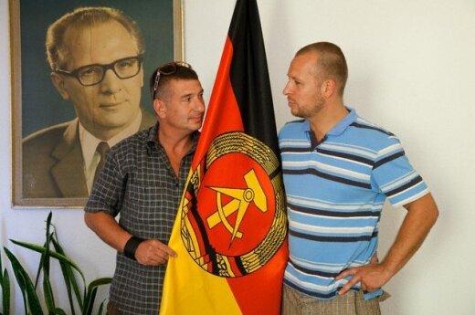 """Iš praeities kai kurie pelnosi. D.Helbigas ir G.Sandas Berlyne yra įkūrę viešbutį """"DDR Ostel"""", kuriame atkuriama  socialistinė praeitis."""