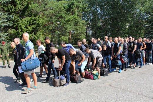 Премьер: эмиграция из Литвы выросла из-за призыва в армию