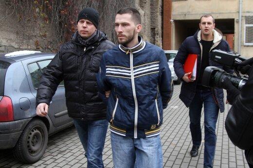 Brolio nužudymu įtariamas jaunuolis atvestas į teismą