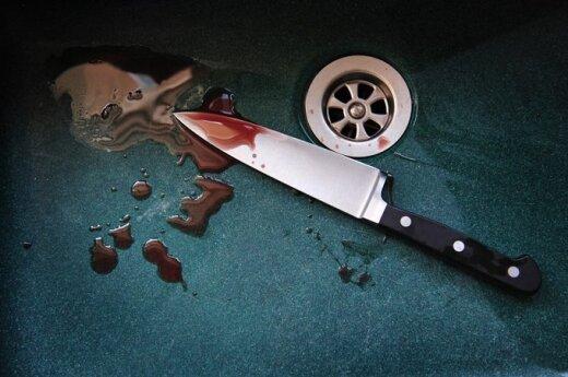 Rasistowski atak na Polaka. Bandyta wbił nóż w plecy
