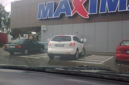 Parkavimosi ypatumai Ignalinoje. Skaitytojo Povilo nuotr.