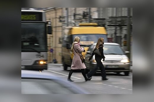 Automobilininkų dėmesys – pėstiesiems
