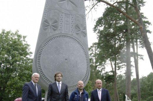 """На """"Древе единства"""" в парке Вингис – имена 100 самых известных литовцев"""