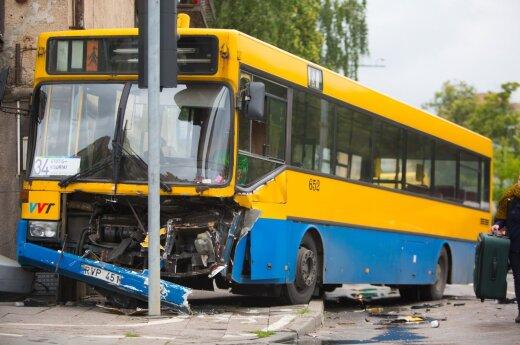 Авария в Вильнюсе: столкнулись несколько автомобилей и автобус