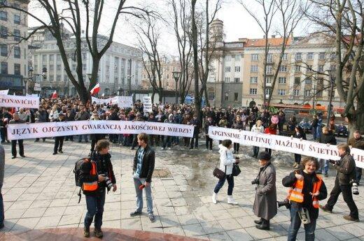 Rodzice uczniów ze szkół polskich zaskarżyli do sądu reformę oświatową