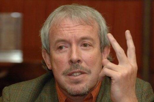 Михалков задумался о смысле жизни Макаревича в России