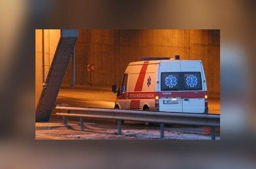 Легковой автомобиль столкнулся с тягачом, погиб 18-летний водитель