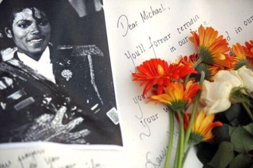 Отец Майкла Джексона заявил, что поп-король стал жертвой заговора