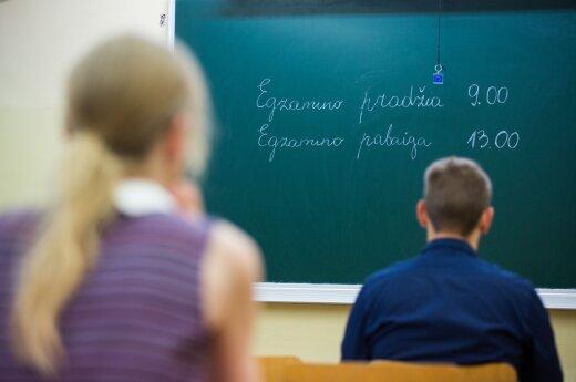 Dvyliktoko įspūdžiai po lietuvių kalbos egzamino: papildoma valanda būtų buvusi neprošal
