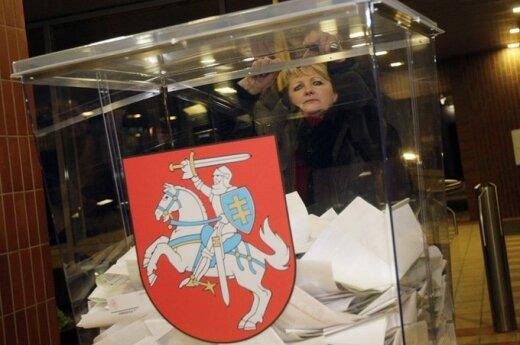 Savivaldos rinkimų prisiminimai: vynas, lapeliai su skaičiais ir rinkėjų parodymai